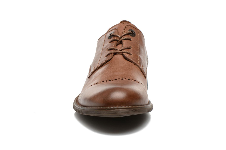 Snörade skor Kickers MARLO Brun bild av skorna på