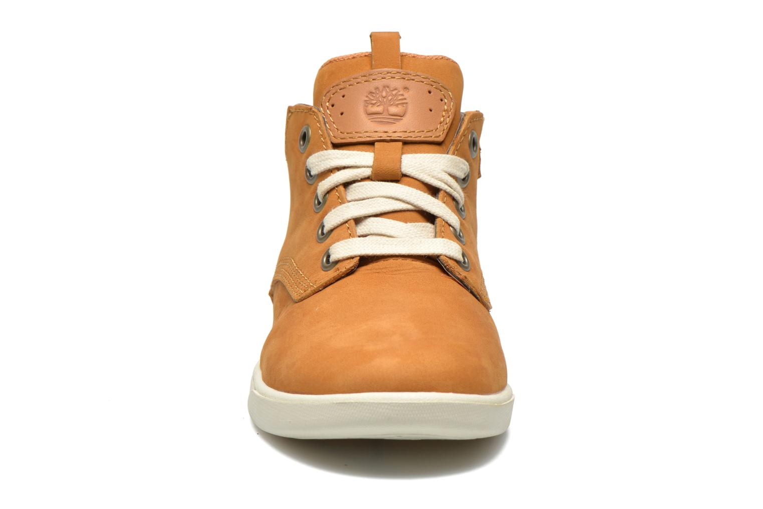 Baskets Timberland Groveton Leather Chukka Beige vue portées chaussures