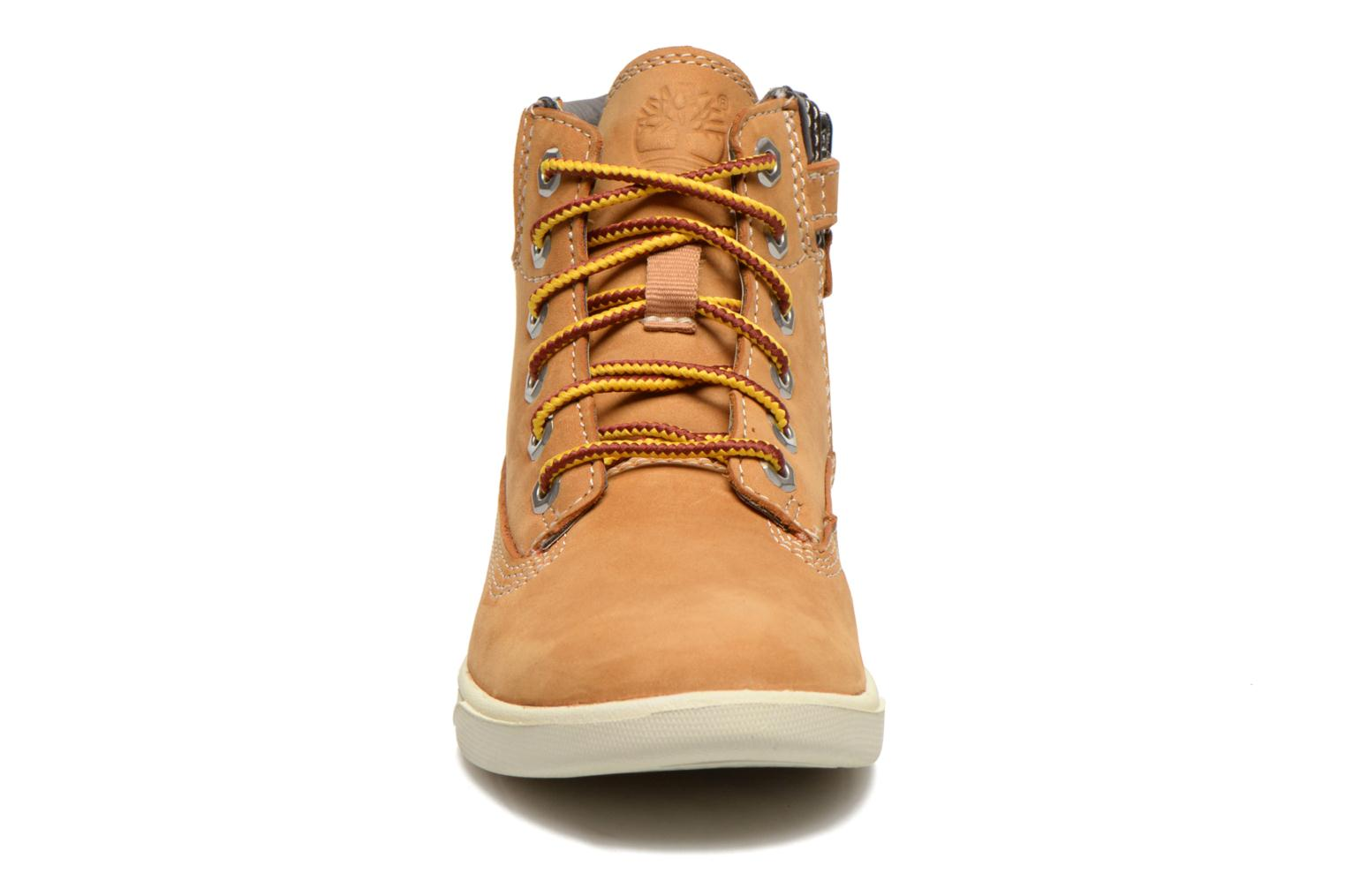 Botines  Timberland Groveton 6In Lace with si Beige vista del modelo
