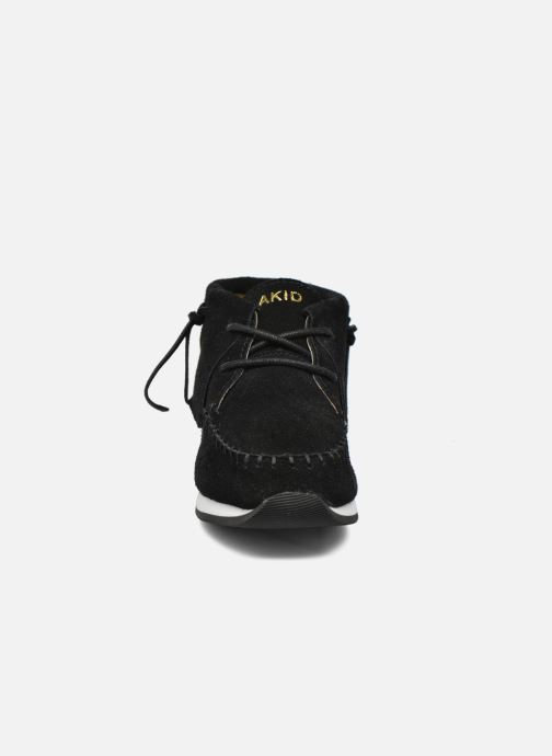 Sneakers Akid Stone Nero modello indossato