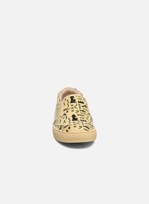 Sneakers Akid Liv Beige modello indossato