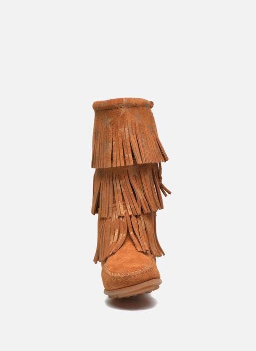 Bottes Minnetonka Star 3 Layer Marron vue portées chaussures