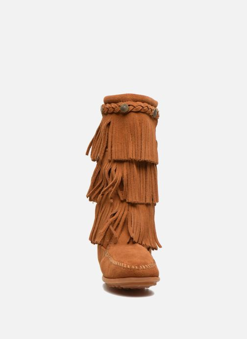 Bottes Minnetonka 3-Layer Marron vue portées chaussures
