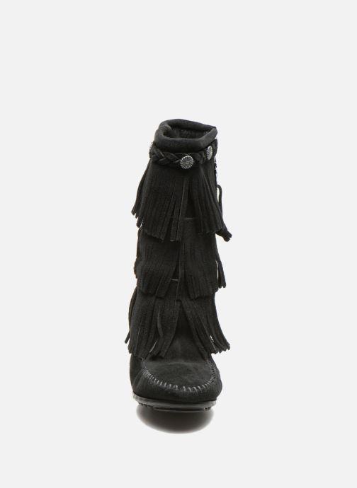 Bottes Minnetonka 3-Layer Noir vue portées chaussures