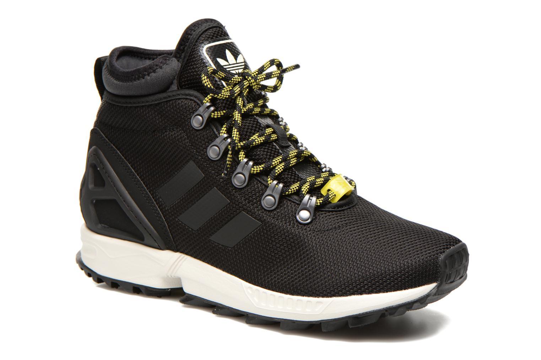 timeless design 9be7d c9bdc ... where to buy sneakers adidas originals zx flux winter svart detaljerad  bild på paret 4d6ca 23fbc