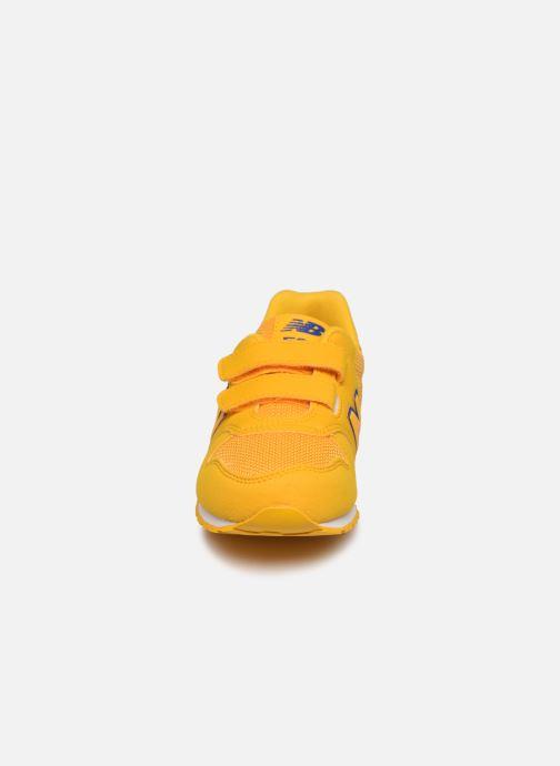 Baskets New Balance KV500 Jaune vue portées chaussures