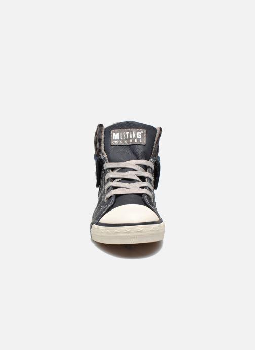 Sneakers Mustang shoes Elena Azzurro modello indossato
