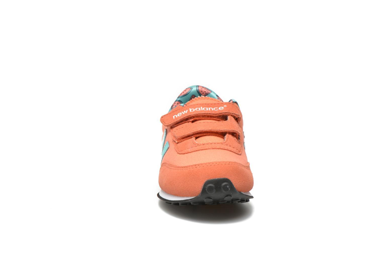 Baskets New Balance KE410 J Orange vue portées chaussures