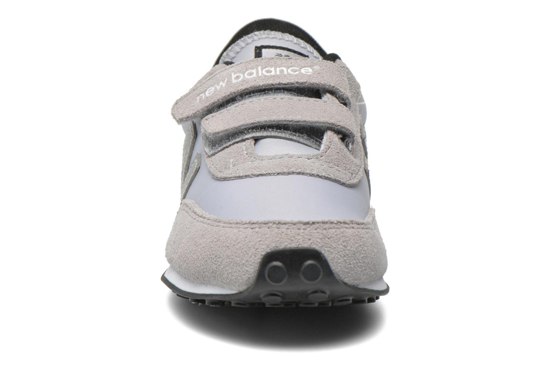 Sneaker New Balance KE410 J grau schuhe getragen