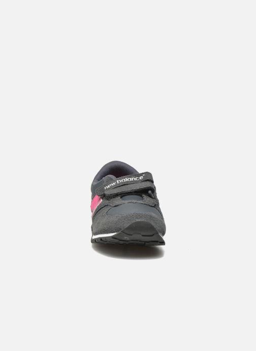 Sneaker New Balance KE420 I grau schuhe getragen