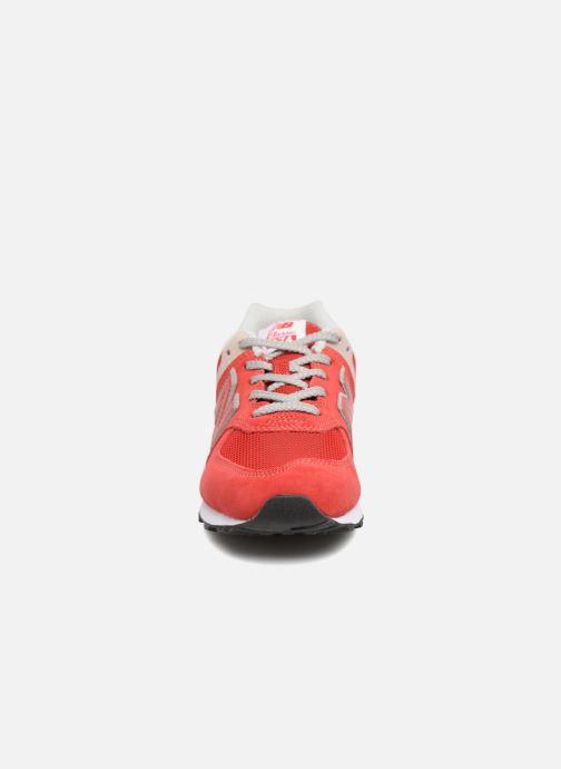 Baskets New Balance GC574 Rouge vue portées chaussures