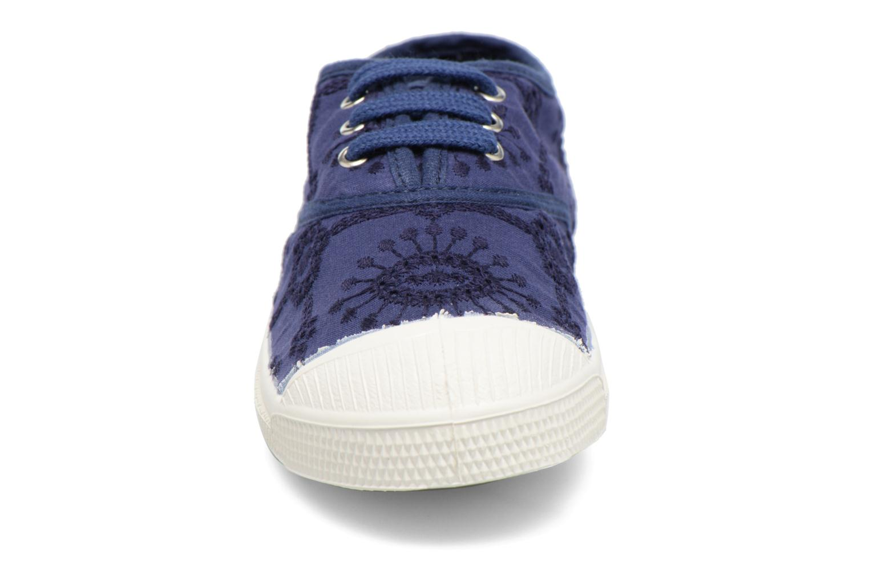 Baskets Bensimon Tennis Broderie Anglaise E Bleu vue portées chaussures