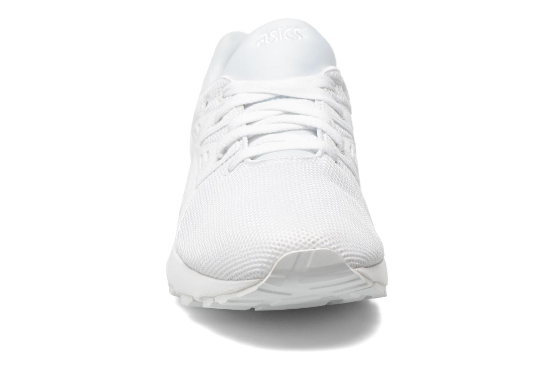 Baskets Asics Gel-Kayano Trainer Evo Blanc vue portées chaussures