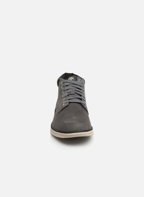 Baskets Timberland Bradstreet Chukka Leather Gris vue portées chaussures