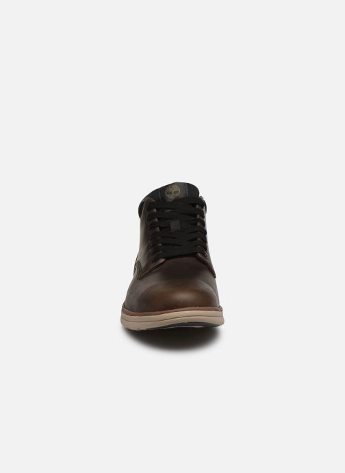 Sneakers Timberland Bradstreet Chukka Leather Marrone modello indossato