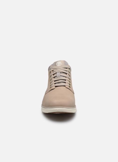 Sneakers Timberland Bradstreet Chukka Leather Beige modello indossato