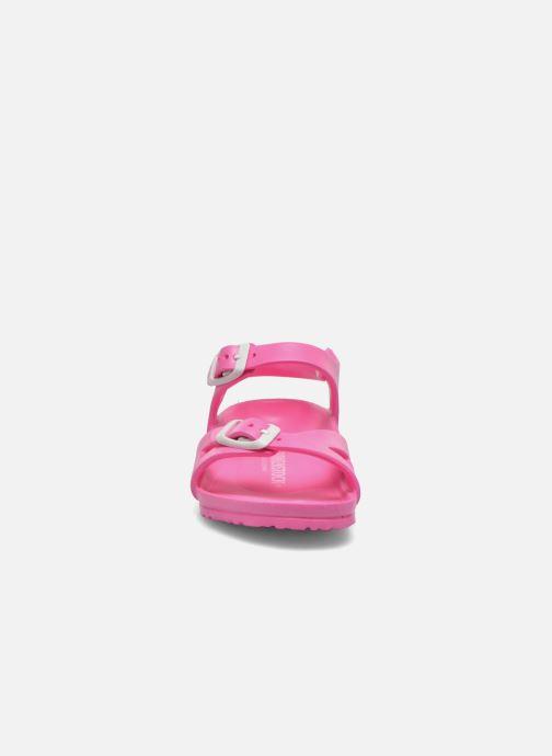 Sandali e scarpe aperte Birkenstock Rio EVA Rosa modello indossato