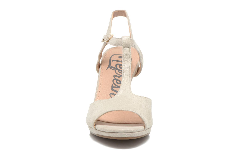 Sandales et nu-pieds Refresh Wanita Argent vue portées chaussures
