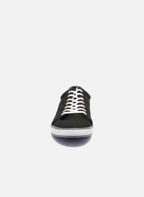 Sneaker Tommy Hilfiger Harlow 1D schwarz schuhe getragen