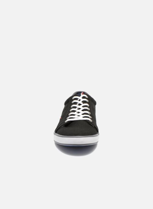 Sneakers Tommy Hilfiger Harlow 1D Nero modello indossato