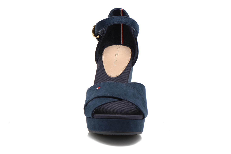 Sandales et nu-pieds Tommy Hilfiger Elena 6D Bleu vue portées chaussures