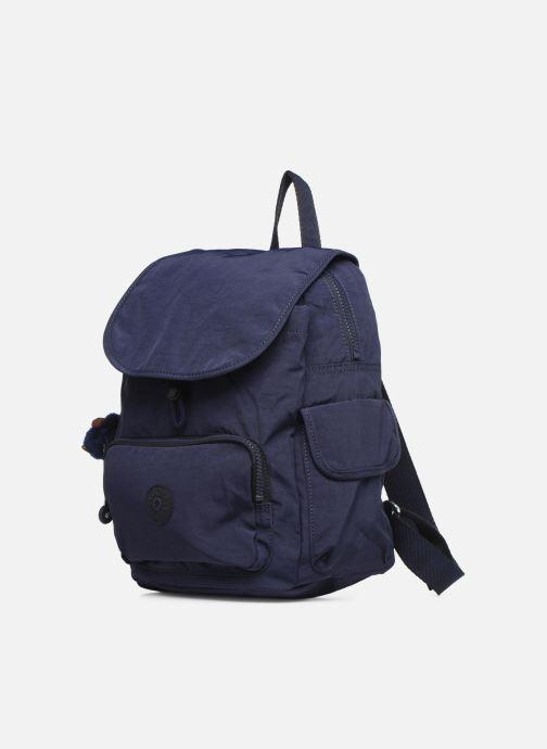 Rucksäcke Kipling City pack S blau schuhe getragen