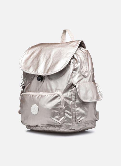 Rucksäcke Kipling City pack S silber schuhe getragen
