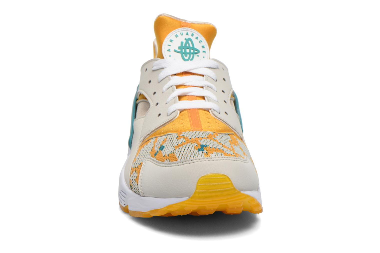 Baskets Nike Air Huarache Run PA Beige vue portées chaussures