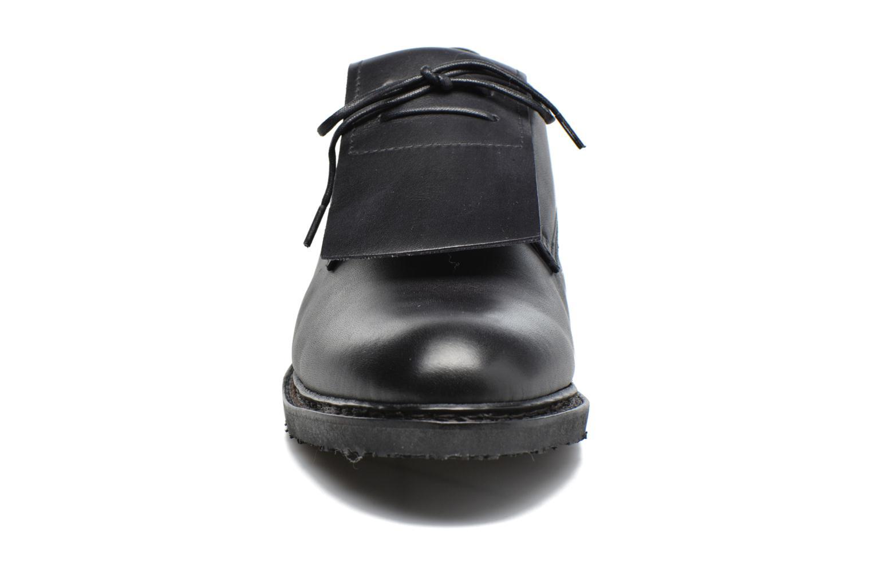 Zapatos con cordones Neosens Hondarribi S895 Marrón vista del modelo