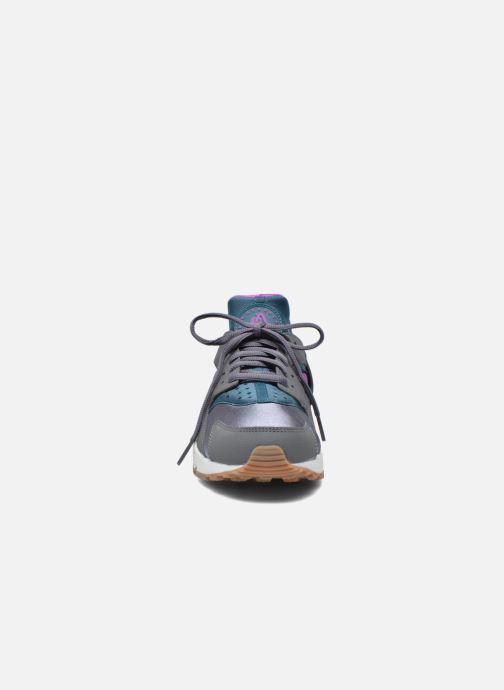 Baskets Nike Wmns Air Huarache Run Gris vue portées chaussures