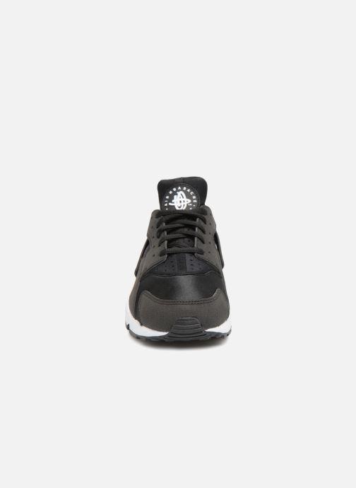 Sneakers Nike Wmns Air Huarache Run Nero modello indossato