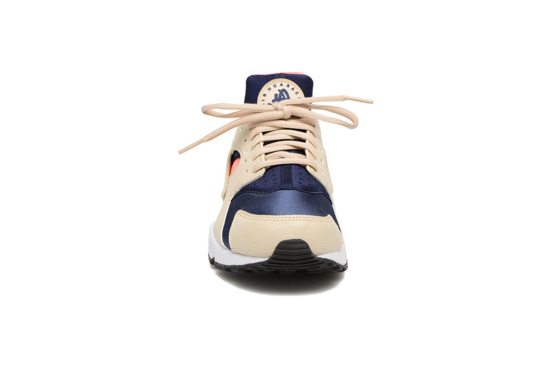 Baskets Nike Wmns Air Huarache Run Beige vue portées chaussures