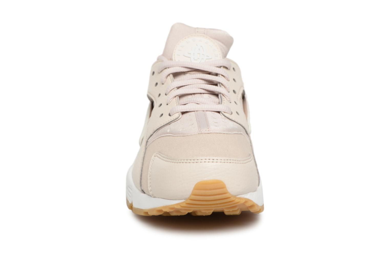 Deportivas Nike Wmns Air Huarache Run Rosa vista del modelo