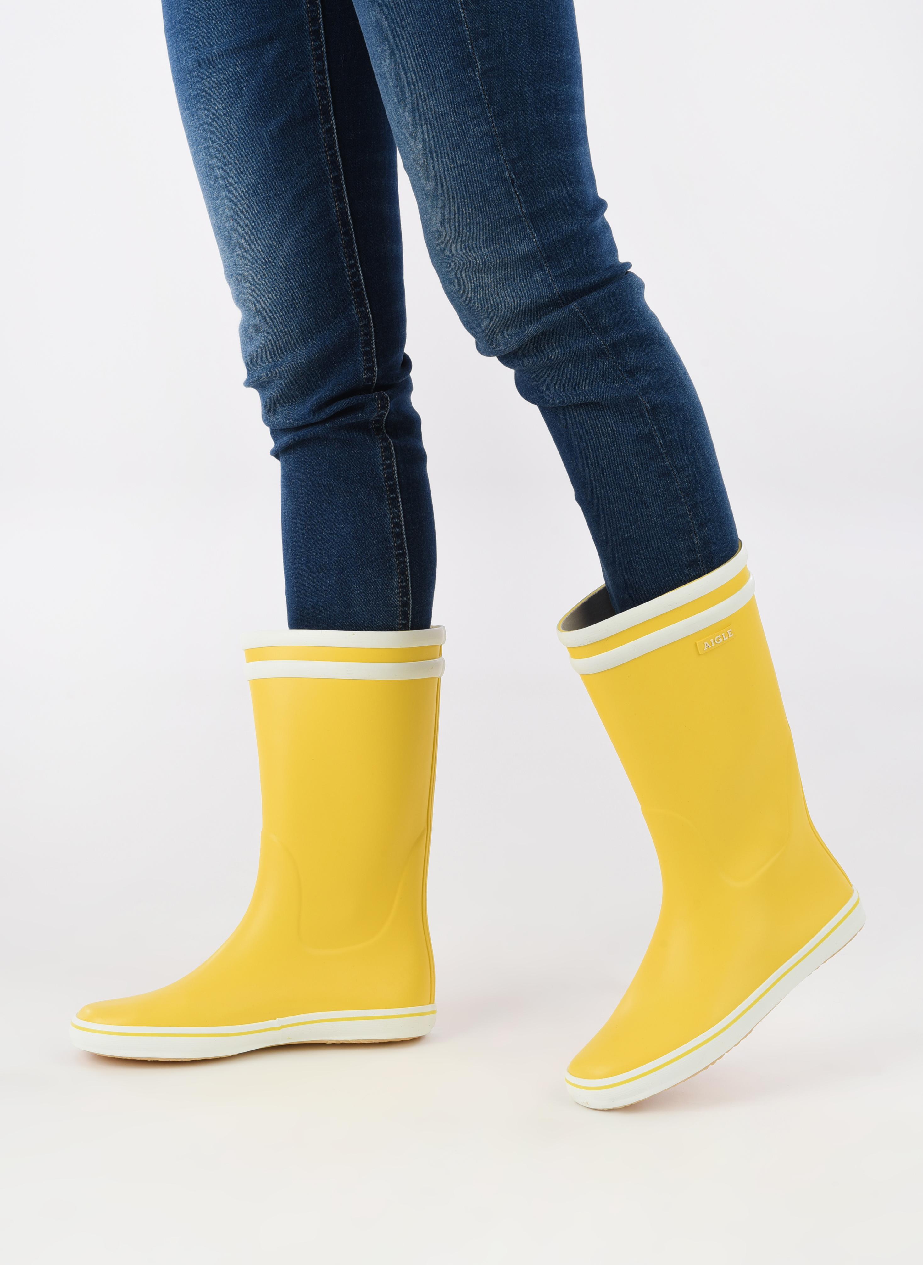 Bottines et boots Aigle Malouine BT Jaune vue bas / vue portée sac