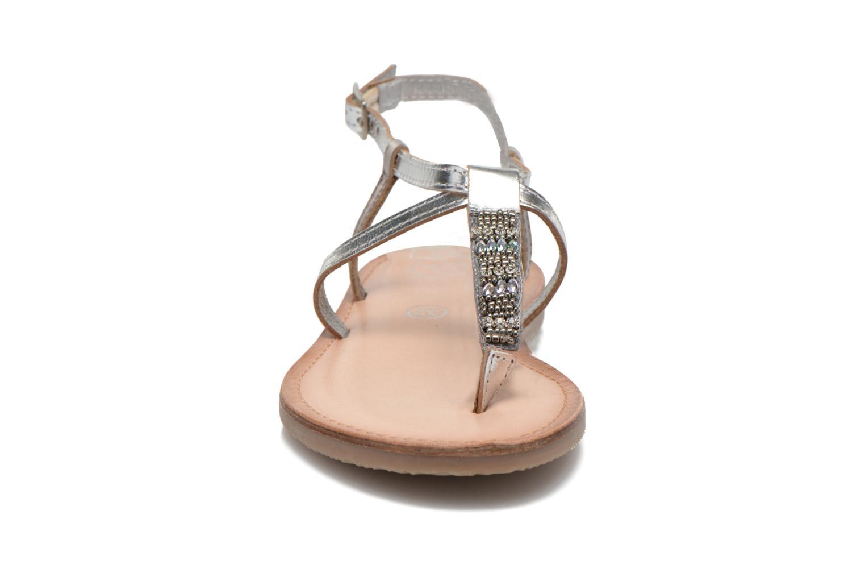Sandalen Initiale Paris Miro silber schuhe getragen