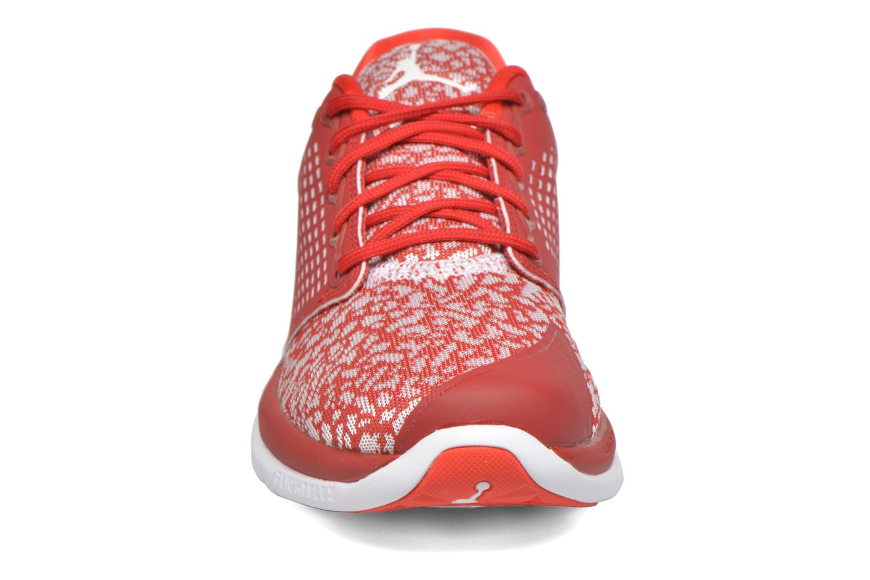 Sneakers Jordan Jordan Trainer St Rosso modello indossato
