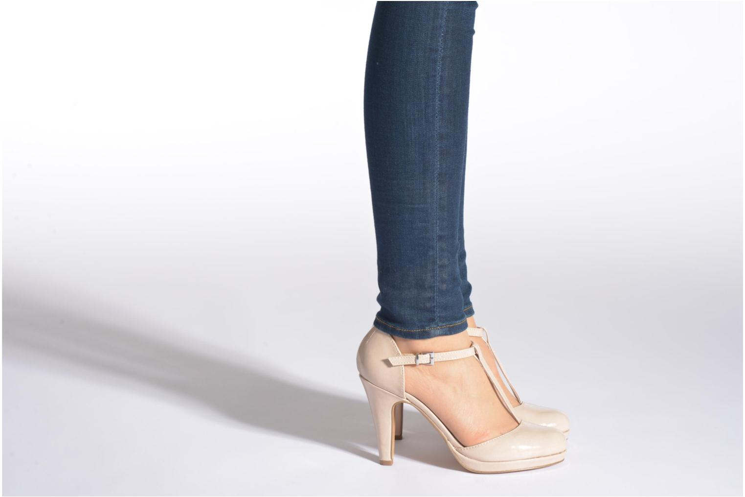 High heels Marco Tozzi Talia Beige view from underneath / model view