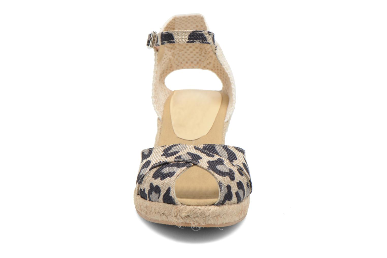 Sandali e scarpe aperte Elizabeth Stuart Trento 667 Marrone modello indossato