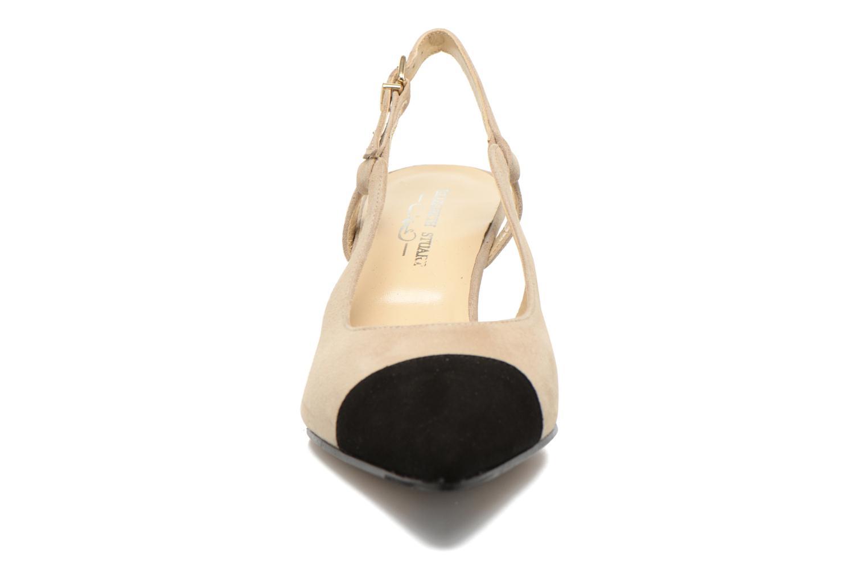 Escarpins Elizabeth Stuart Raval 300-2 Beige vue portées chaussures