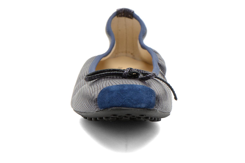 Ballerines Elizabeth Stuart Lacq 940 Bleu vue portées chaussures
