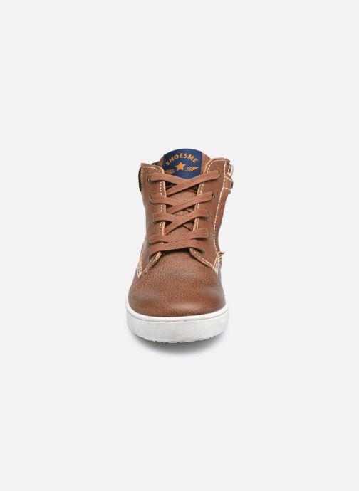 Sneakers Shoesme Urban Marrone modello indossato