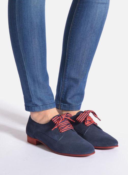 Chaussures à lacets Georgia Rose Alilikou Noir vue bas / vue portée sac