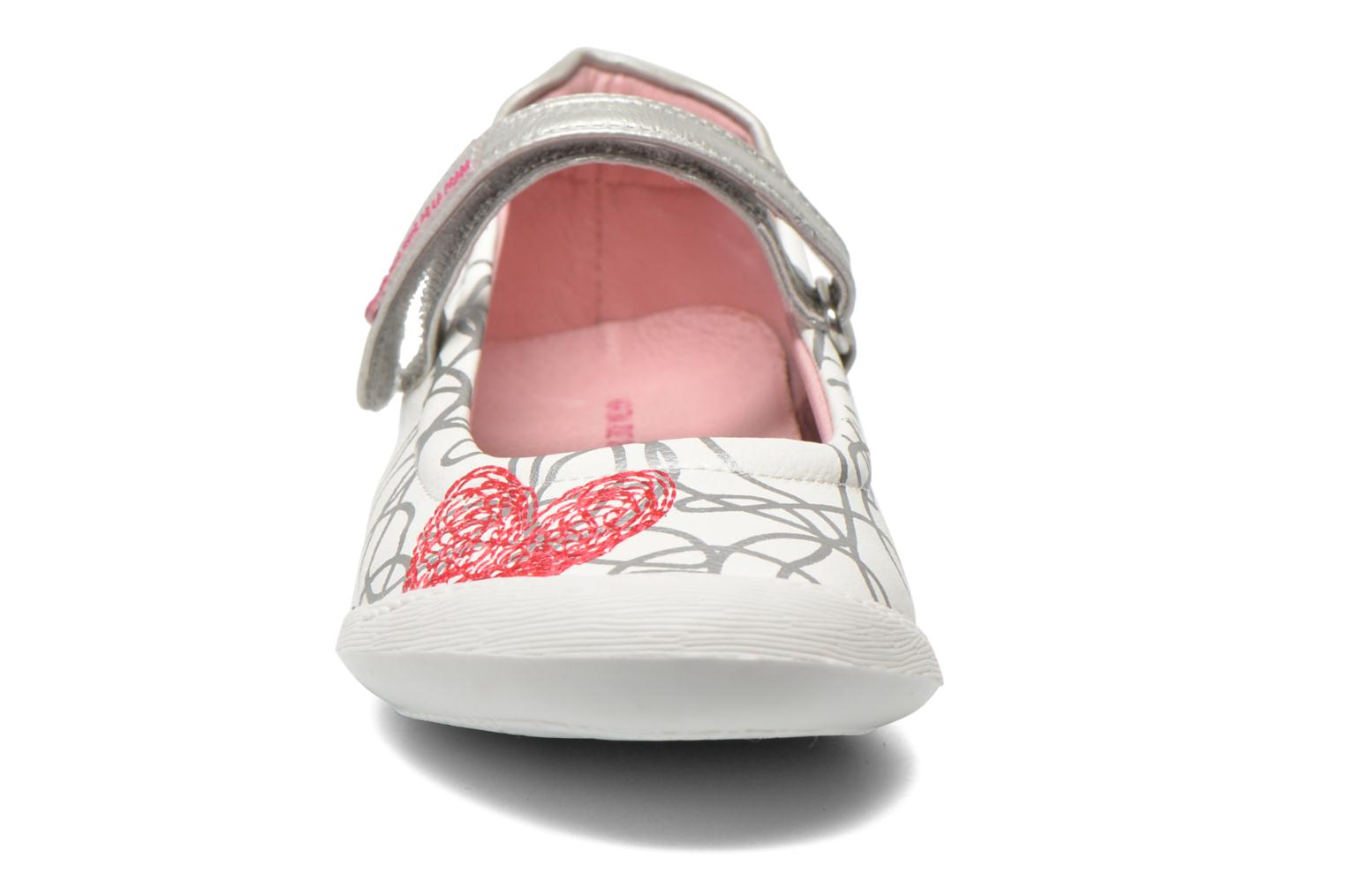 Ballet pumps Agatha Ruiz de la Prada Mira White model view