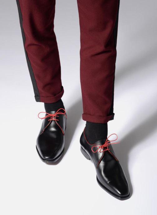 Chaussures à lacets Marvin&Co Luxe Welid - Cousu Goodyear Noir vue bas / vue portée sac