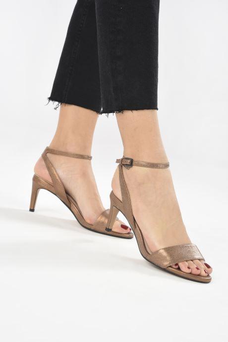 Sandales et nu-pieds Clarks Amali Jewel Marron vue bas / vue portée sac