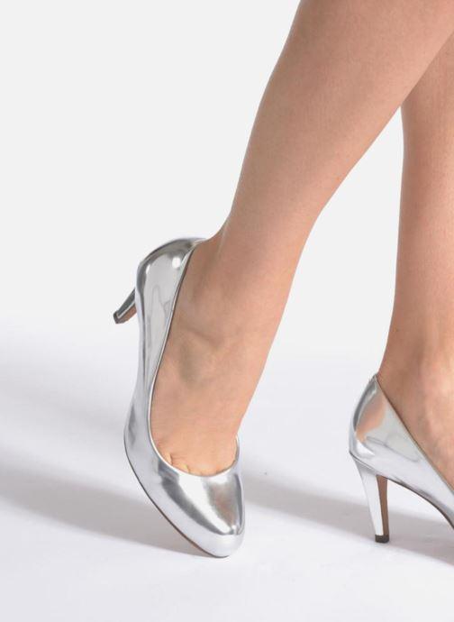 Zapatos de tacón Clarks Carlita Cove Beige vista de abajo