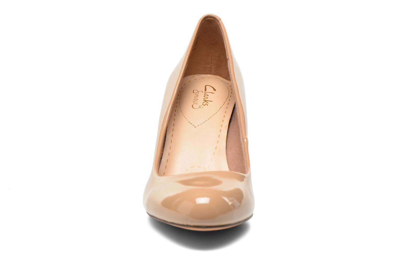 Escarpins Clarks Carlita Cove Beige vue portées chaussures