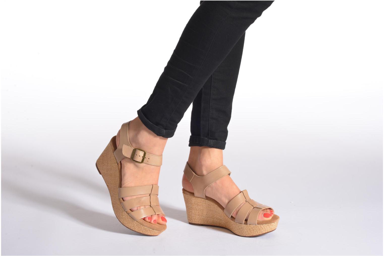 Sandales et nu-pieds Clarks Caslynn Harp Beige vue bas / vue portée sac