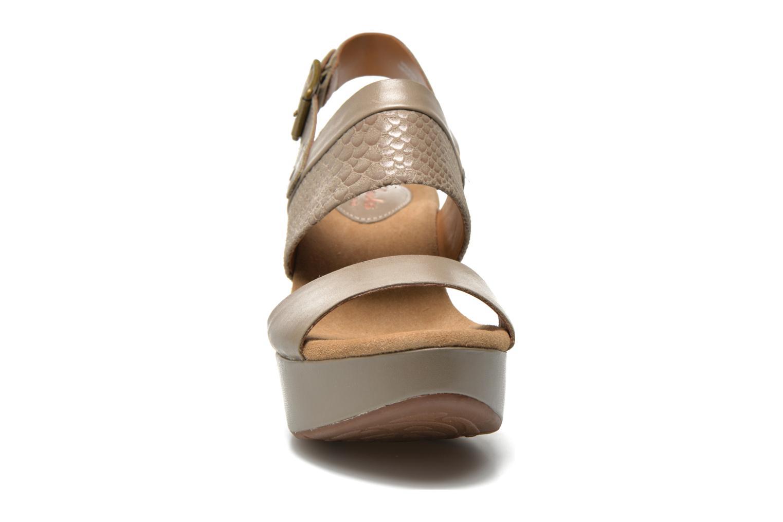 Sandaler Clarks Caslynn Kat Beige bild av skorna på