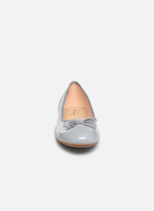 Ballerines Clarks Couture Bloom Gris vue portées chaussures